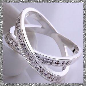 Jewelry - LAST 2/SIZE 7!!🍧CRISS CROSS CZ RING🍧